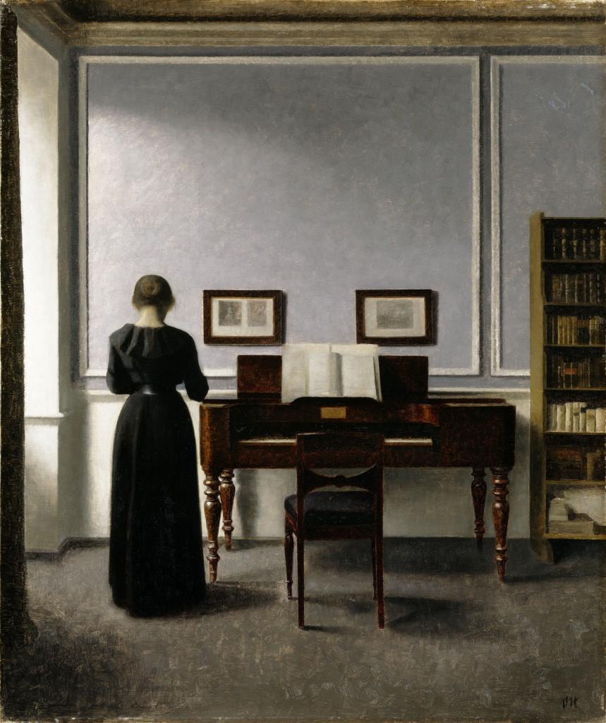 Vilhelm Hammershøi: Sisäkuva, piano ja mustiin pukeutunut nainen (1901). Kuva: Ordupgaard / Pernille  Klemp.