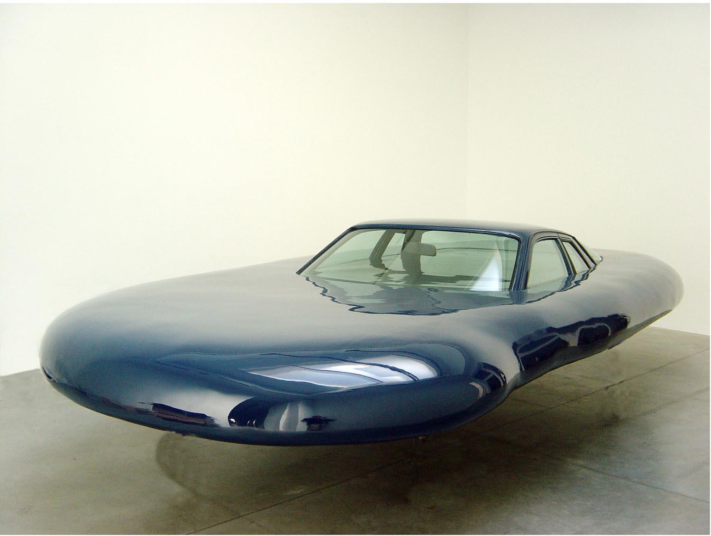 Erwin Wurm: UFO, 2006.