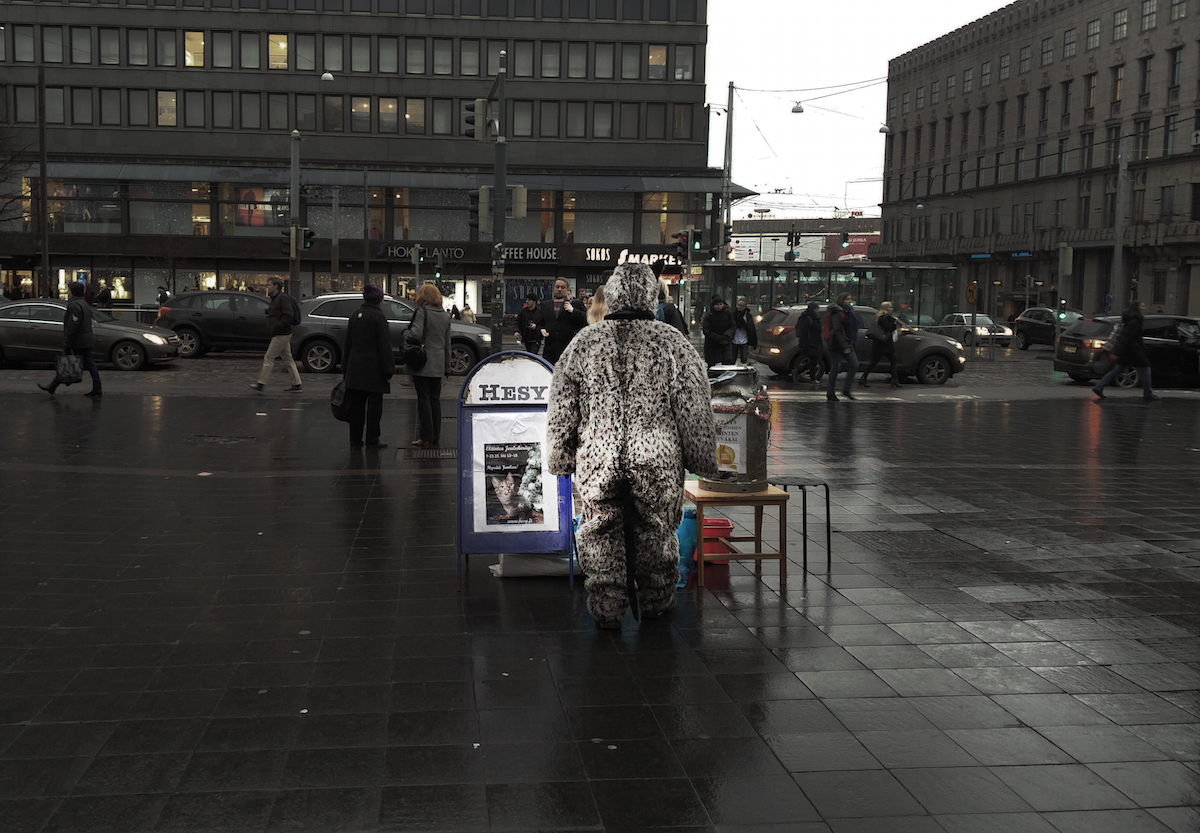 """""""Milloin tämä säätäminen loppuu ja Hesy alkaa toimimaan kuten sen kuuluu toimia – kehittyen, katsoen eteenpäin, avoimesti ja vaikuttaen sekä ennen kaikkea niin että toiminta keskittyy eläinten auttamiseen?"""" (Kati Hirsikankaan blogi Uusi Suomi -sivustolla.)"""