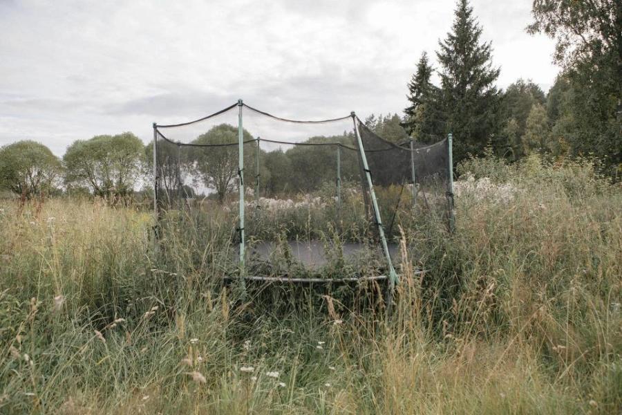 Jonne Heinosen Everything Ends Here -näyttelyCreat Spacessa 4.–14.3. Osoite: Albertinkatu 12, Punavuori, Helsinki. Pukukoodi: ostohousut.