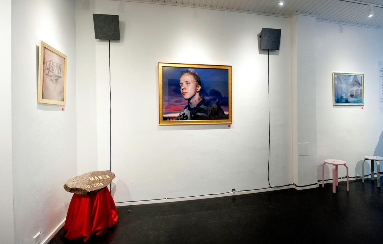 Antti Sepposen Lahti-näyttelyssä toteutettiin myös Jimi Tenorin ja Ilkka Mattilan autenttisista lahtelaisista kenttä-äänityksistä koostettu audioinstallaatio. Tilausteoksen lyhennetty maistiainen soitettiin Radio Helsingissä Sepposen ja Tenorin haastattelun yhteydessä.