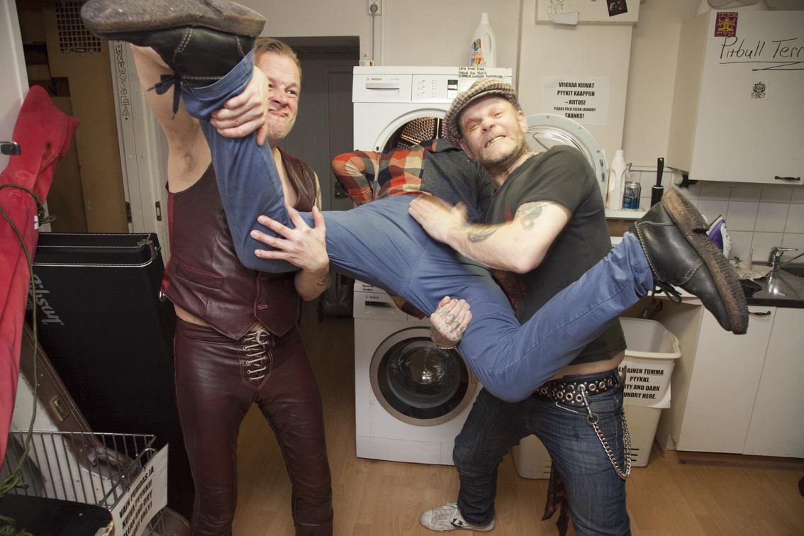Jimsonweedin ja Spihan kulta-aikoina Kallion katurockskenessä vaikutti myös Cesar Legba Band. Nimikkoyhtyeensä pääjehu (kuvassa oikealla) näyttää, että täältä pesee edelleen.